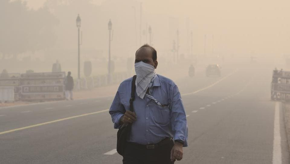 Thick smog and pollution covered Rajpath after  Diwali celebrations in New Delhi. Every year as the mercury levels dip, Delhi's atmosphere is cloaked with thick smog, a constant reminder of the pollution that the city emits and inhales. On Tuesday, monitoring stations across the national capital recorded the air quality as 'very poor' as visibility fell below one kilometre. (Arvind Yadav / HT Photo)