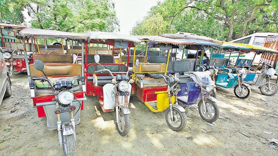Delhi news,Delhi roads,e-rickshaws