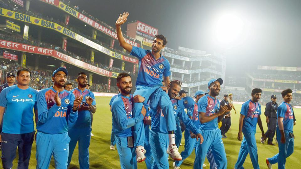 Ashish Nehra is hoisted on the shoulders of Dhawan and Kohli.  (PTI)
