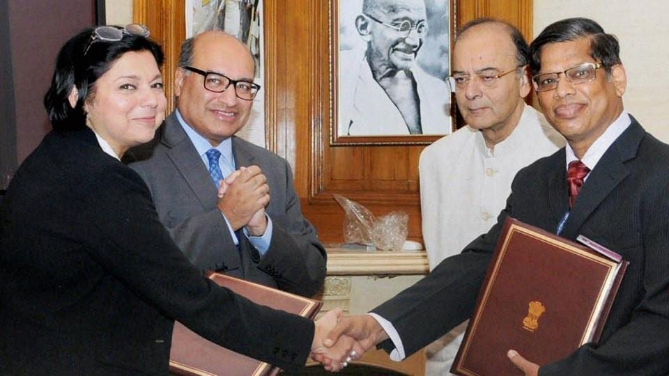 Union Minister for Finance and Corporate Affairs, Arun Jaitley witnessing the signing ceremony of a joint declaration between International Solar Alliance (ISA) and European Bank for Reconstruction and Development (EBRD), in New Delhi on Thursday.