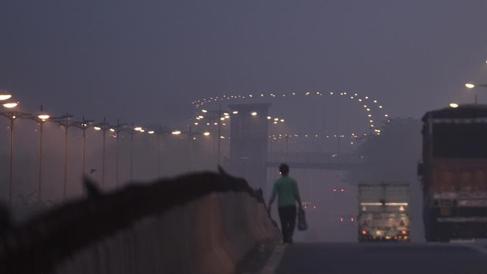 Children, the elderly, pregnant women and those with conditions like diabetes and hypertension are at a higher risk of developing complications due to toxic air. Doctors have advised against outdoor activities especially in early hours and suggest wearing masks when going out. (Sushil Kumar/ HT Photo)