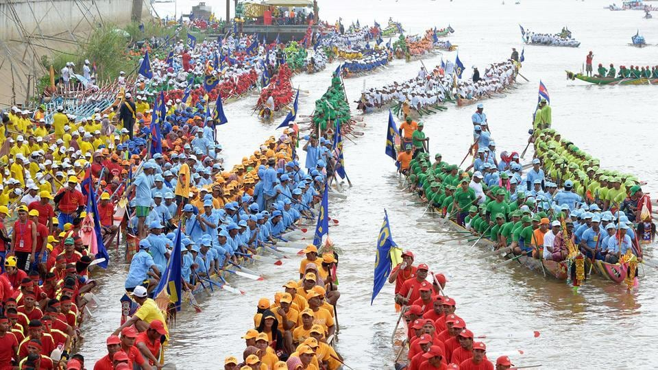 Cambodian participants row their dragon boats during the Water Festival on the Tonle Sap river in Phnom Penh.