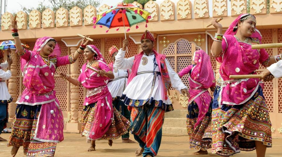 Artistes from Rajasthan performing during the mela in Chandigarh.  (keshav singh/ht)