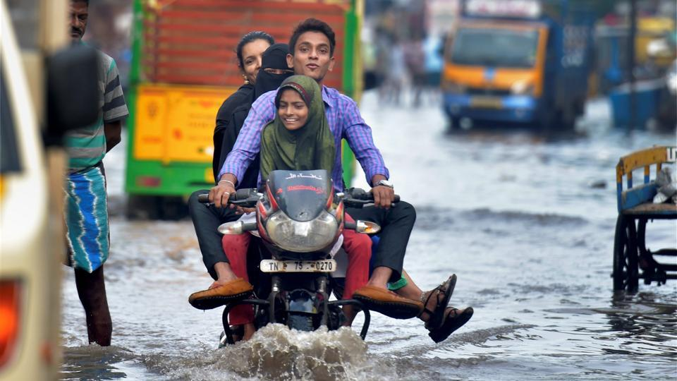 Overnight rain leaves Chennai under water; stranded citizens vent ire on TN?govt