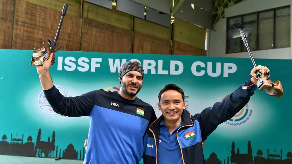 Jitu Rai and Amanpreet Singh (L) were among the medals at the Commonwealth Shooting Championships.