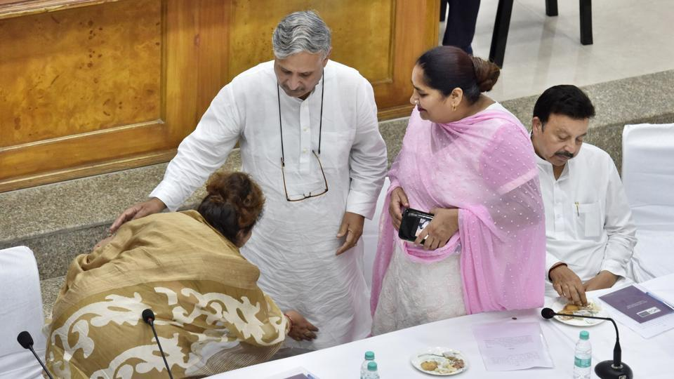 Newly elected mayor Madhu Azad (L) takes the blessings of Rao Inderjit Singh (second from left) in the presence of Rao Narbir Singh (R) and other party members.