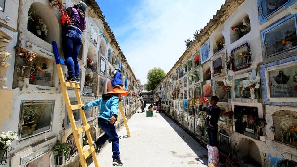 People decorated stacked tombs at the general cemetery in La Paz, Bolivia during the Day of the Dead commemoration on November 1, 2017. (David Mercado / REUTERS)