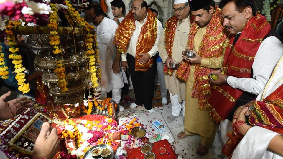 Flowers and offerings are laid at the nearby Yogmaya Temple in New Delhi, on November 03, 2017. The procession heads to Yogmaya Temple the next day and offers the floral chadar, this time with the Muslim participants leading. The syncretic visit to both locations leads back to the origins of the Sair when the emperor, if kept from visiting the temple for some reason, wouldn't go to the dargah either. (Sanchit Khanna / HT Photo)