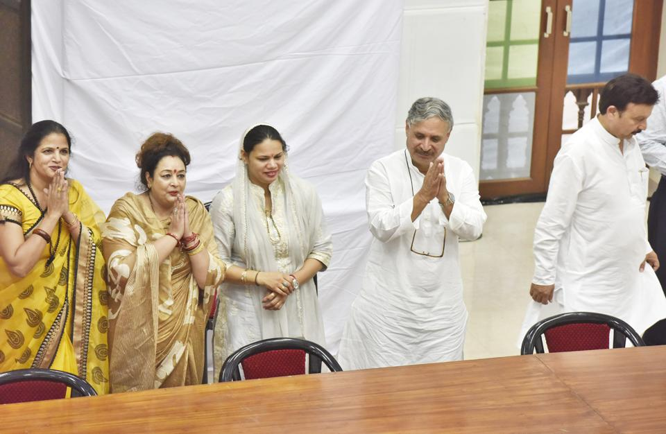 Pramila Kablana (third from left) and deputy Sunita Yadav (left), Madhu Azad and MP Rao Inderjit Singh.