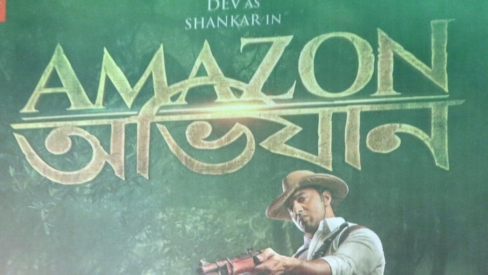 Dev poses at the poster launch of Amazon Obhijaan in Kolkata.