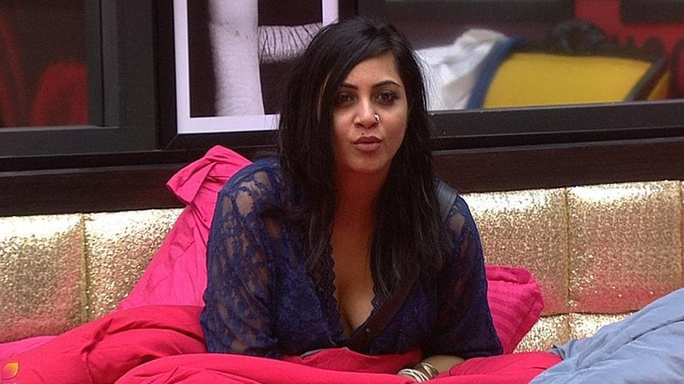Salman Khan scolded Arshi Khan on Sunday's episode of Bigg Boss 11.