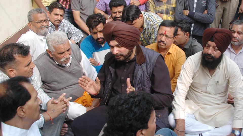 Local bodies minister Navjot Singh Sidhu meeting family members of slain hindu right-wing leader Vipan Sharma in Amritsar on Sunday.
