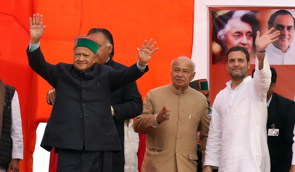 Congress vice president Rahul Gandhi and CM Virbhdra Singh at an election rally in Nagrota Bagwan, near Dharamsala, November 6