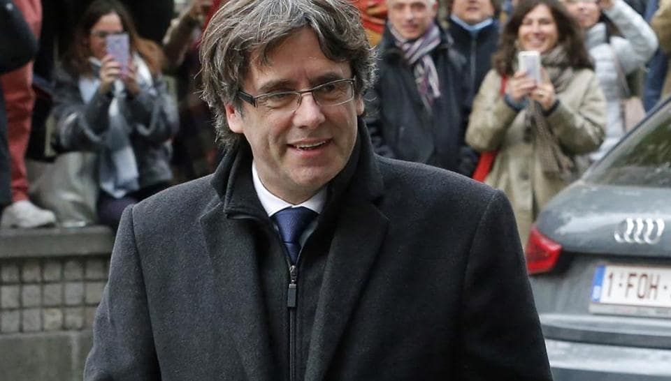 Dismissed Catalonia's leader Carles Puigdemont arriving to address media representatives at The Press Club in Brussels on October 31, 2017 .