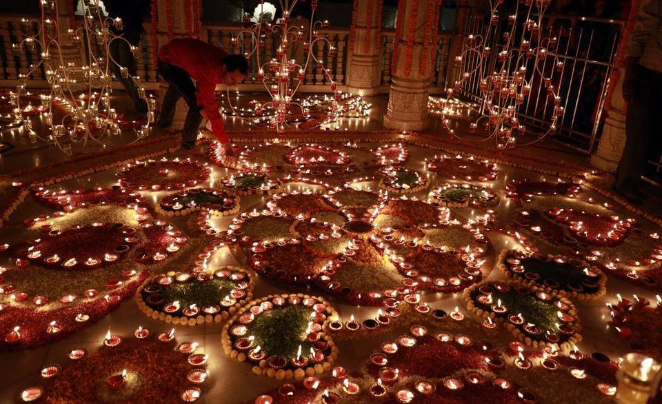 The Mahalaxmi temple decorated with diyas (earthen lamps)as part of Deepotsav on the occasion of Tripurari Pornima near Sarasbaug  on November 3, 2017. (Rahul Raut/HT PHOTO)