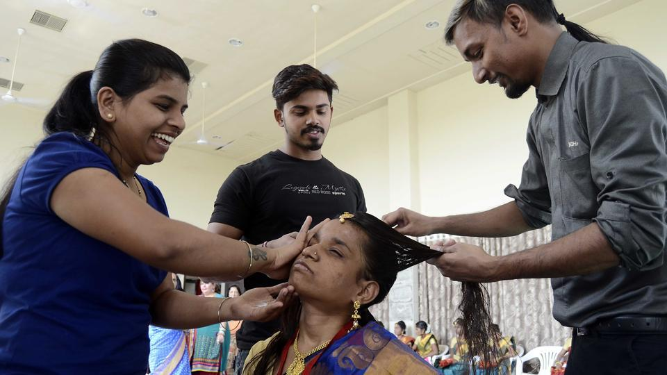 To make the day special for the couples participating in this unique ceremony, beauticians in the city pitched in with free make-up ahead of their wedding. (Ravindra Joshi / HT Photo)