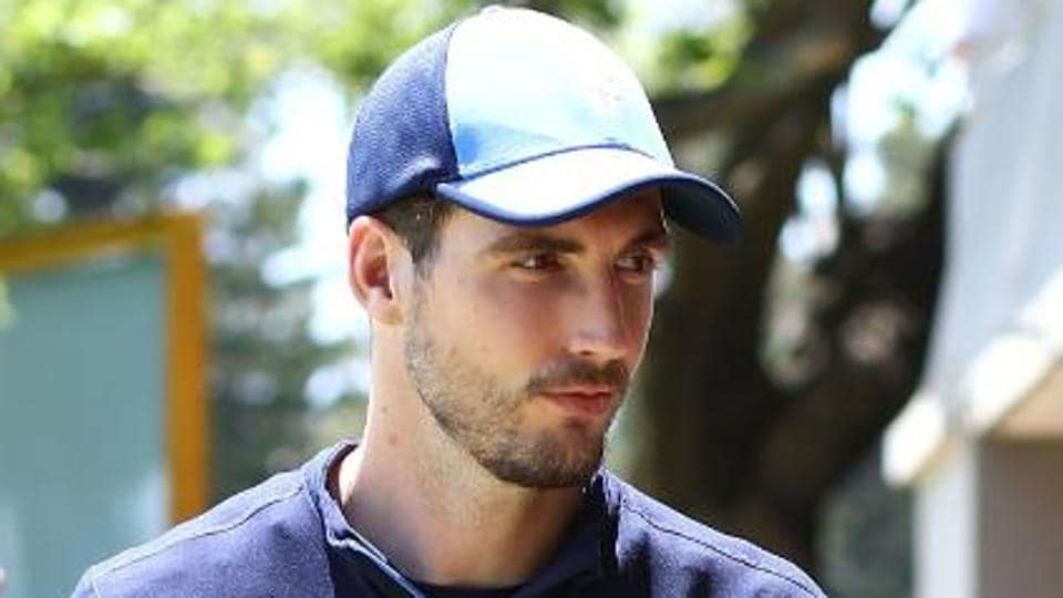 Steven Finn, who was added to England's Ashes squad as Ben Stokes' replacement, has been ruled out with a knee injury.