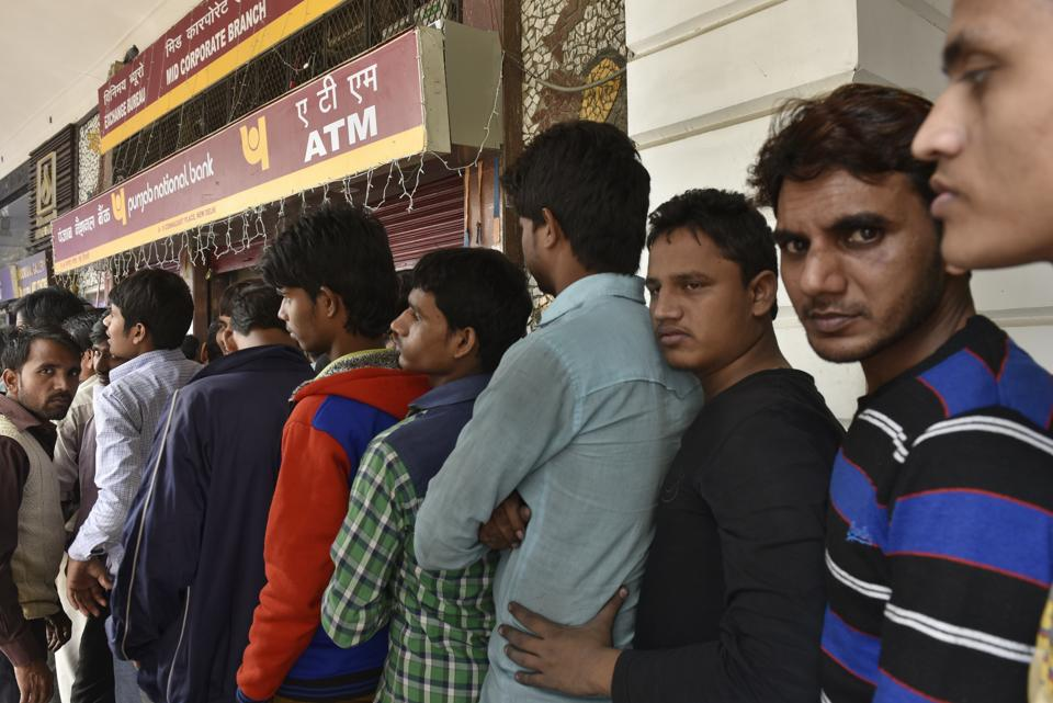 Long queues became a common sight last November after demonetisation.  (Saumya Khandelwal / HT Photo)
