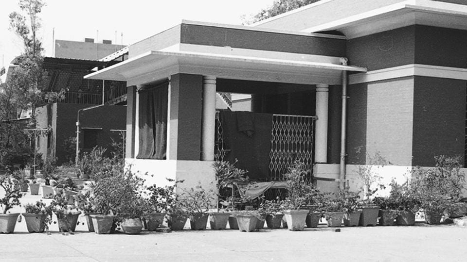The VIP enclosure at New Delhi Railway Station, where Begum Wilayat Mahal lived with her son and daughter for ten years, as seen on May 06, 1985. She was subsequently allotted the Malcha Mahal residence by the government.  (Ajit Kumar / HT Archives)