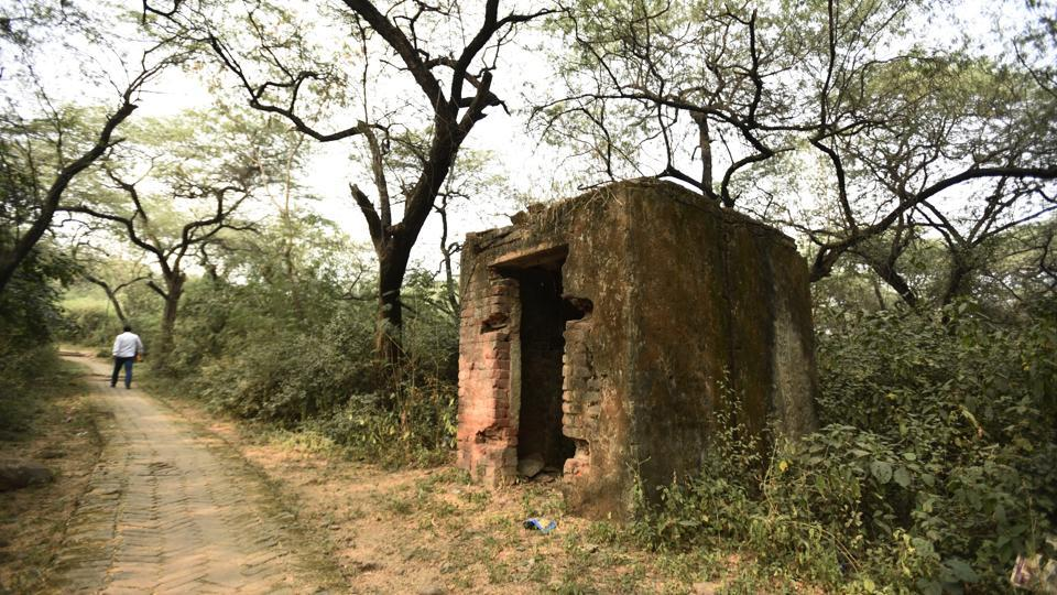 Hidden in the ridge, and away from public view, the Malcha Mahal now lies in ruins. The Earth station is situated next to the Mahal — a hunting lodge constructed by Feroz Shah Tughlaq in the late 14th century. (Sanchit Khanna / HT Photo)