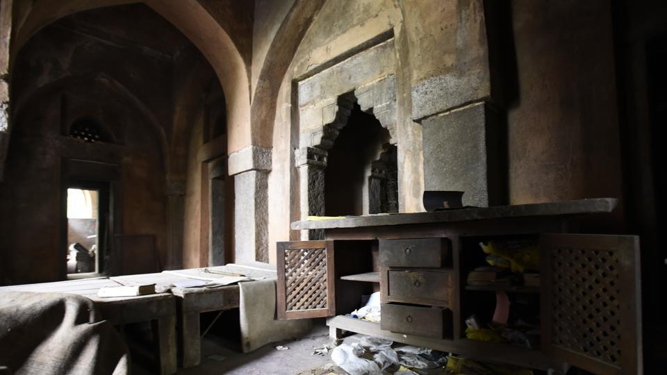 The medieval monument had four to five arched chambers that had no doors and windows and could hardly be called rooms.  (Sanchit Khanna / HT Photo)