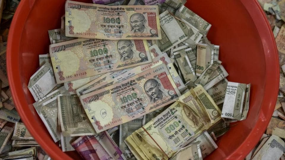 Old Rs 500 and Rs 1,000 notes seen at an event in Mumbai. (HTfile photo)