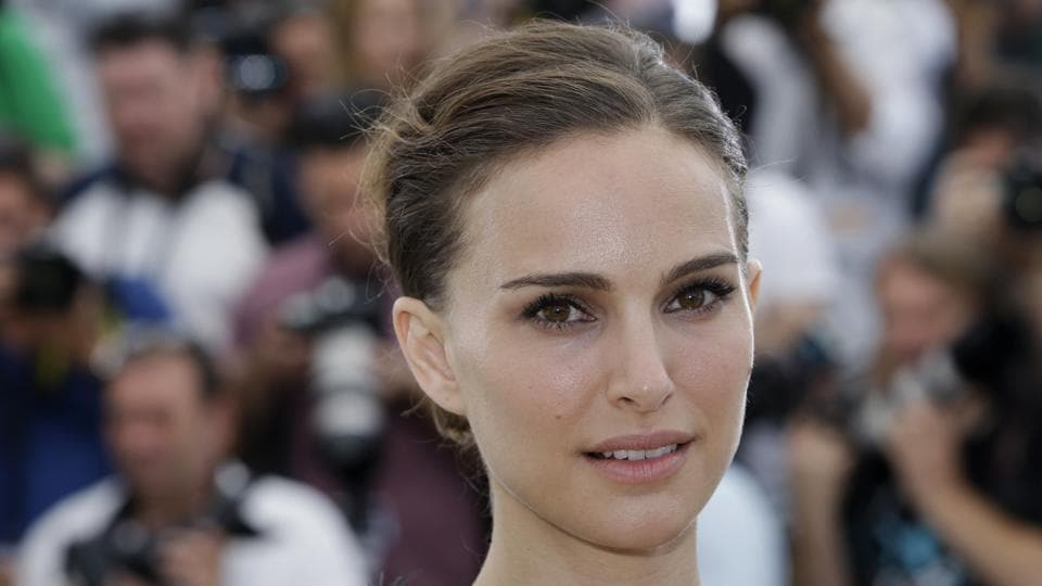 Natalie Portman's social activism in areas such as gender equality, combatting poverty, microfinance and animal rights was recognised by Genesis Prize.
