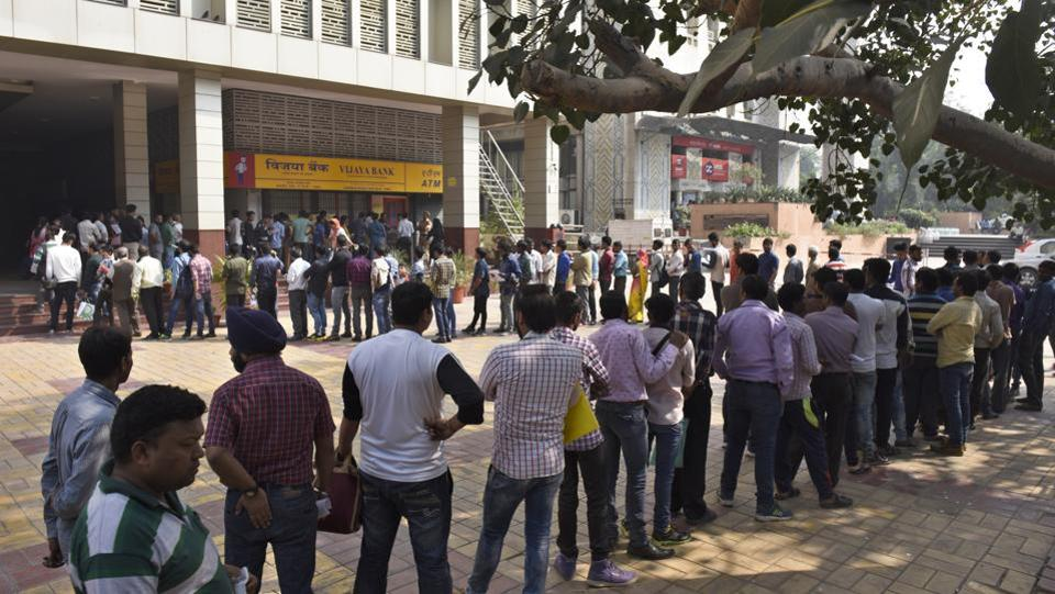People queue up to withdraw or deposit their money as the 1000 and 500 (old) rupee notes were withdrawn from the market last November.  (Sushil Kumar / HT Photo)