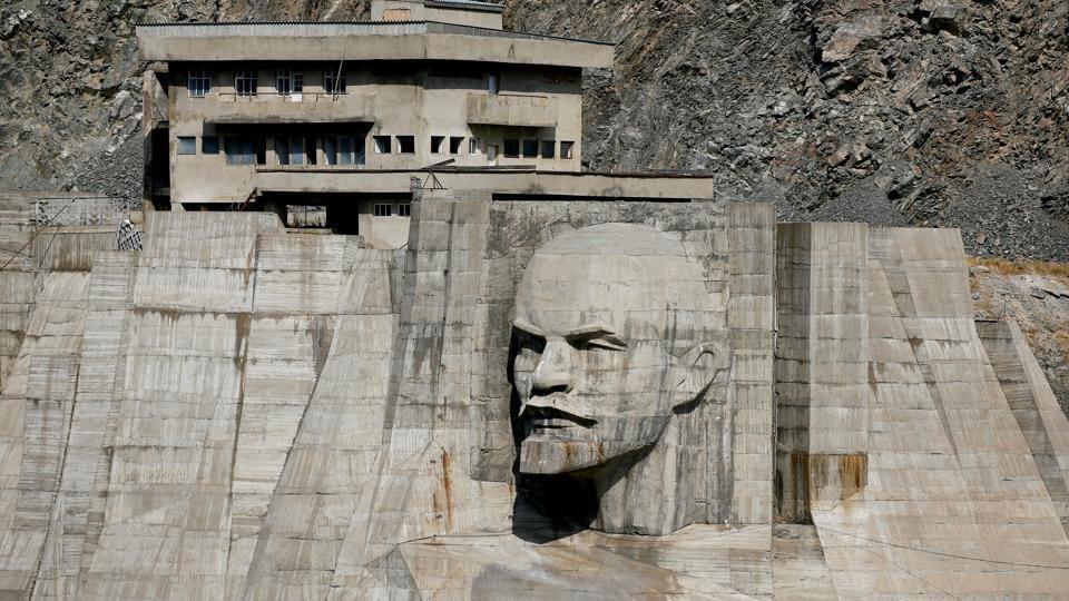 revolution-wider-image-monuments-years-lenin-russian_d2a149b2-c38d-11e7-94e0-d13ec9d58666.jpg
