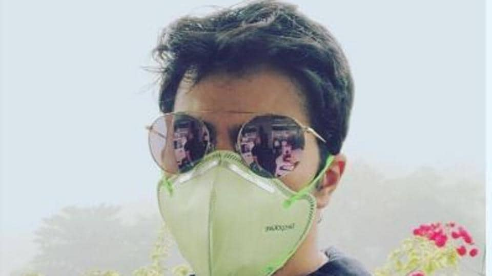 Actor Varun Dhawan posted this picture in a mask to show people the state of Delhi. He's shooting for his film October in Dwarka.