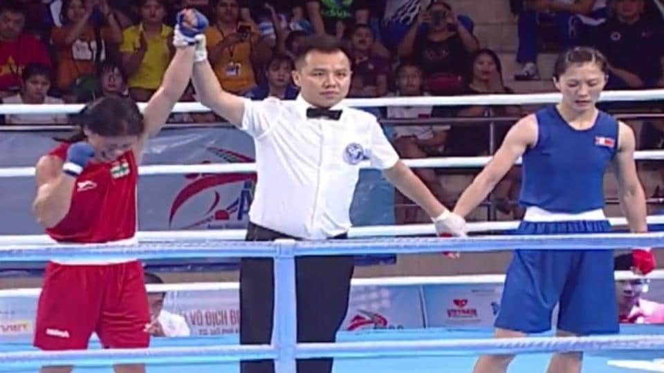 Mary Kom (L) defeated DPRKorea's Kim Hyang Mi (in blue) 5-0 by unanimous judges decision.