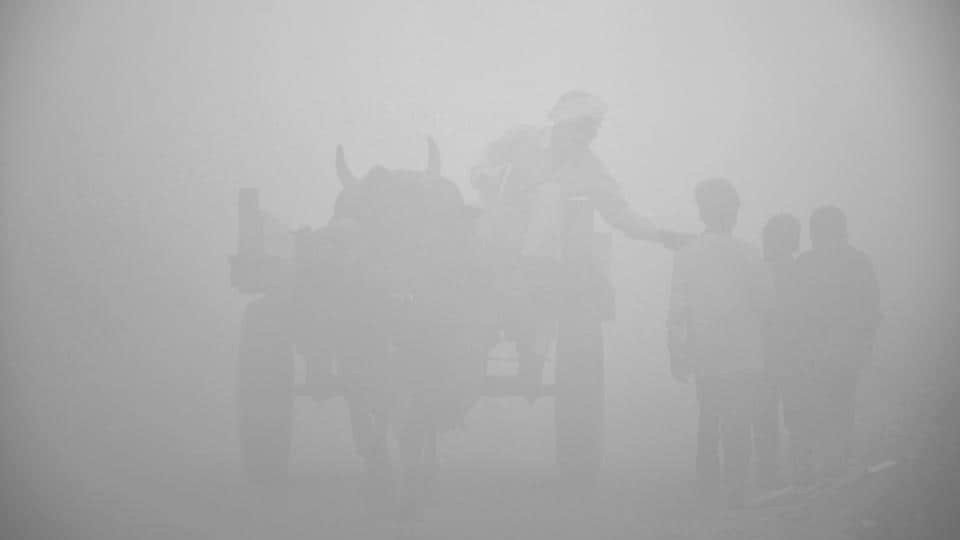 Dasna, in the news recently for the release of the Talwars (Aarushi murder case), was engulfed in dense fog that resulted in very low visibility for those on the road.  (Sakib Ali / HT Photo)