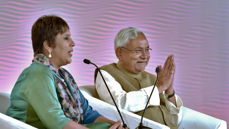 Bihar chief minister Nitish Kumar during a HTLS session with Barkha Dutt last year. (Ajay Aggarwal/HT PHOTO)