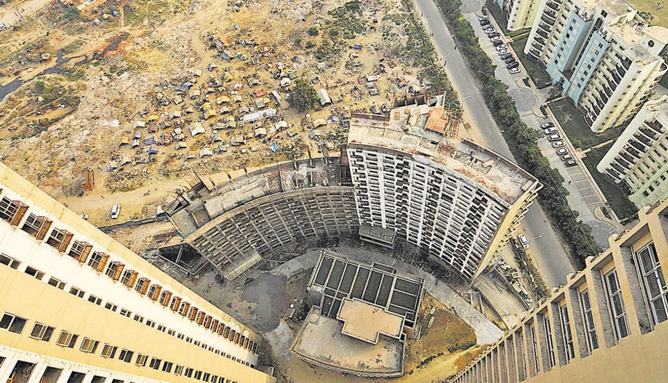There are 36,000 flats in the 25 housing projects stuck due to financial crisis in Noida.