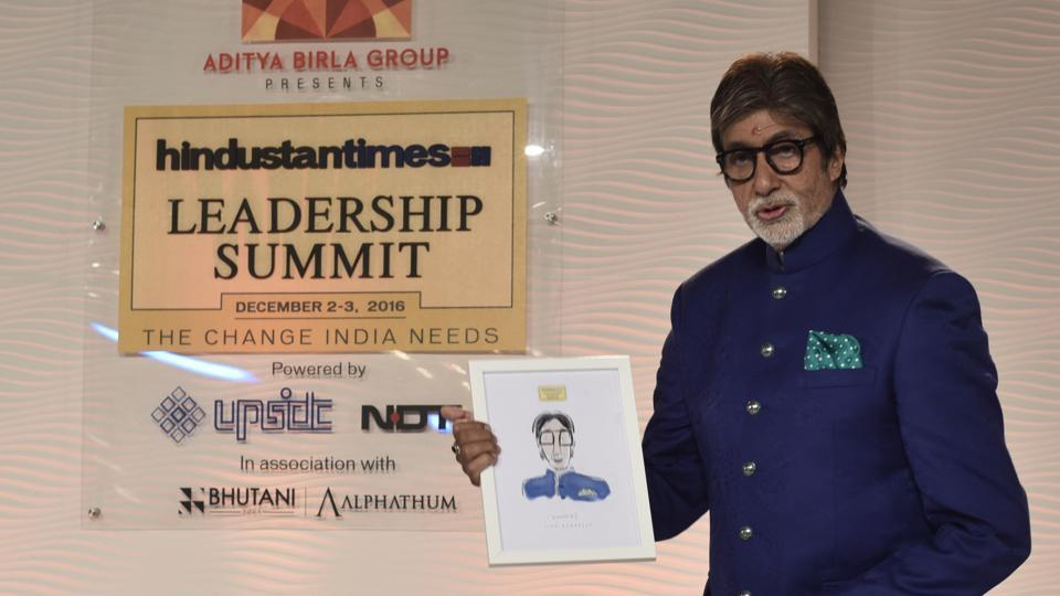 Amitabh Bachchan accepts a sketch of him at HTLS 2016. (Gurinder Osan/HT PHOTO)