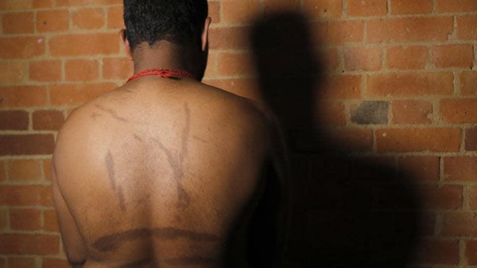 Sri Lankan army,Sri Lanka,Tamilian tortured by Sri Lanka