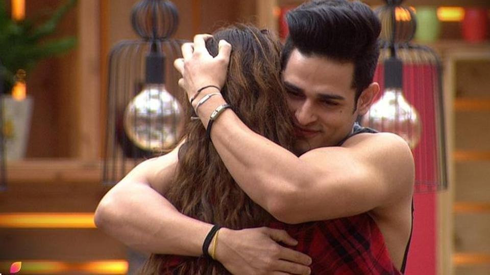 Priyank Sharma's girlfriend Divya Aggarwal is heartbroken after his mentions of his ex girlfriend on Bigg Boss 11.