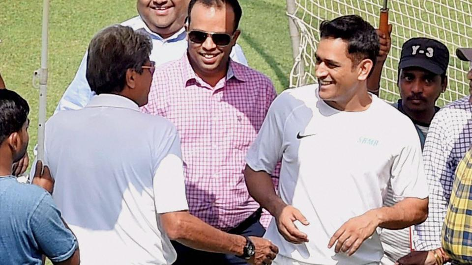 Kapil Dev and MS Dhoni were seen taking on each other during a commercial shoot at the Eden Gardens on Thursday.