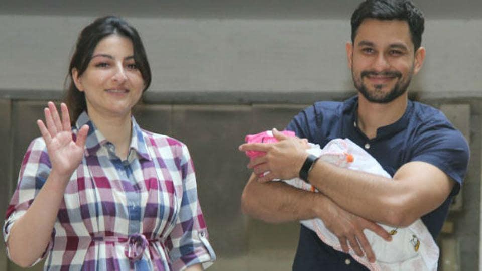 Actors Soha Ali Khan and Kunal Kemmu with their newborn daughter Inaaya Naumi Kemmu.