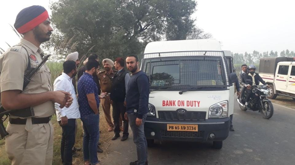 Robbery,ATM money looted,Punjab robbery