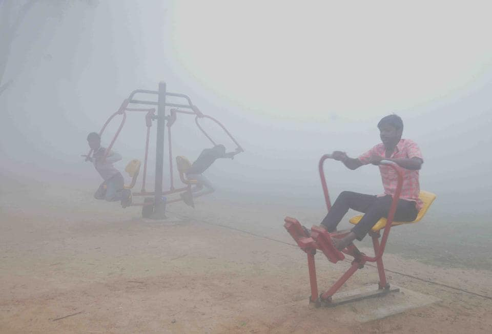 Visibility has taken a hit with smog engulfing major parts of Punjab and Haryana  since Tuesday.  (HT Photo)