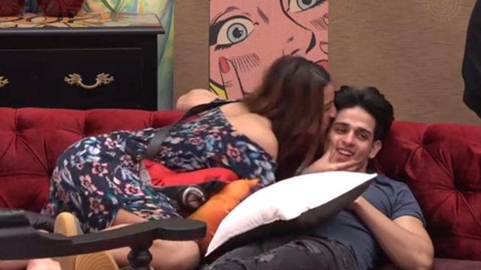 Bigg Boss 11: Benafhsa Soonawala kissing PriyankSharma on Thursday's episode.