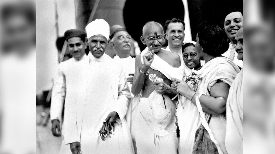 Gandhi before departing for London to attend the second Round Table Conference.