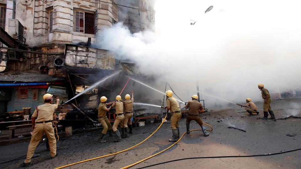 Firefighters try to douse a fire that broke out in a commercial building at a market in Kolkata on November 9, 2017. (Rupak De Chowdhuri / REUTERS)