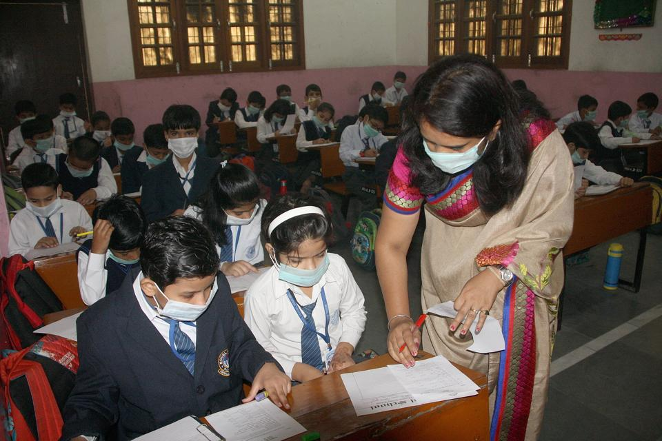 Students in a Haryana school wear attend classes wearing a mask. (Manoj DHaka/HT)