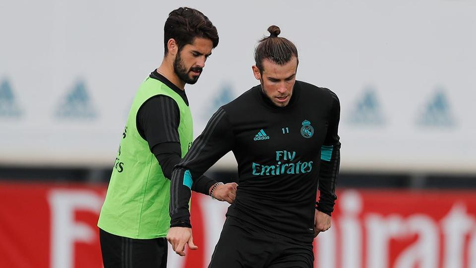 Isco(L) believes Gareth Bale is not finding it easy to deal with all the injury issues.