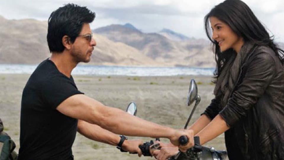 Actors Shah Rukh Khan and Anushka Sharma in a still from Jab Tak Hai Jaan (2012).