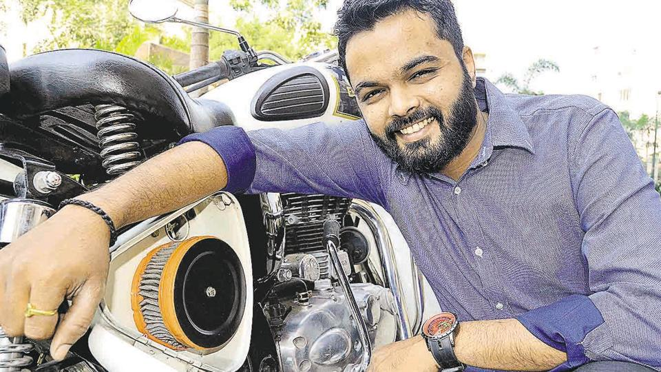 Mayur Patil's Yamaha RX100 giving poor mileage got him to seek a solution, and resulted in him developing an air filter that works on negative ions to better mileage. With Royal Enfield being approached to test these filters, Mayur's creation gets a promising start.