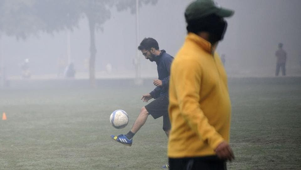 Health warning by doctors against indulging in sports and fitness activities early in the mornings seems to have had little effect on Noida residents who filled city parks on Sunday when the AQI value stood at 492.