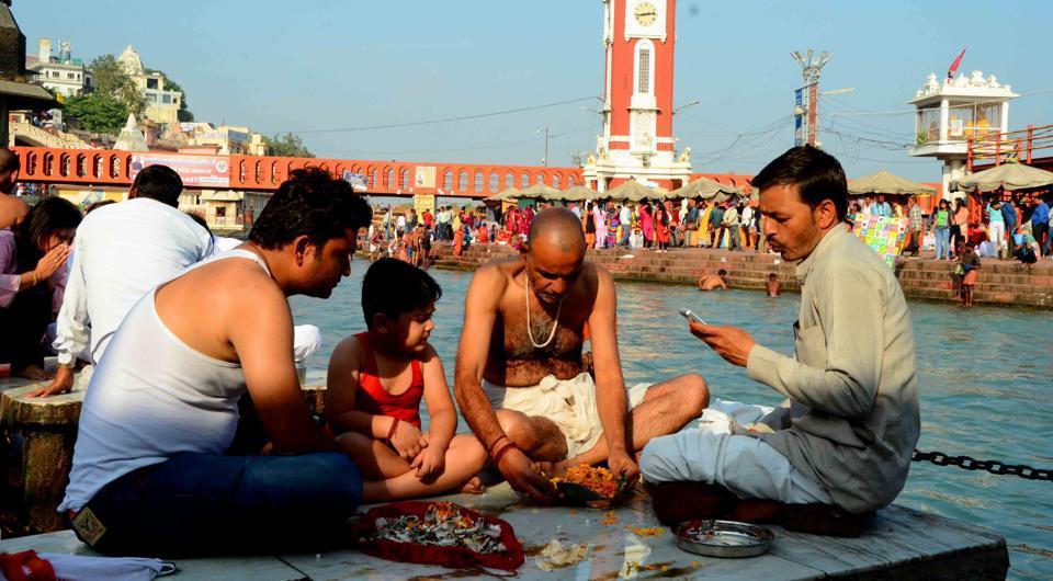 Uttarakhand News,Immersion of ashes,Ganga ghat